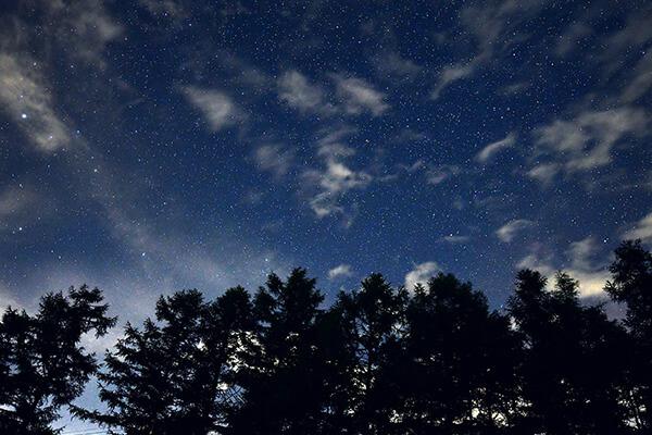 煌く満天の星空
